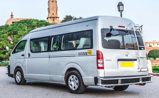 cfa8979e4f 5 Seater Toyota Luxury Van. Image Gallery